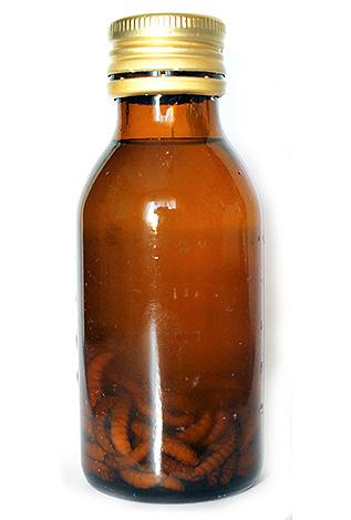 Считается, что экстракт из личинок восковой моли содержит фермент церразу, который расщепляет клеточные стенки болезнетворных микроорганизмов