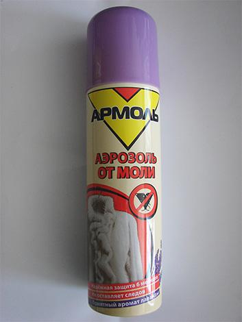Побрызгав шкаф аэрозолем Армоль, можно быть уверенным, что в нем драгоценная шуба будет в сохранности