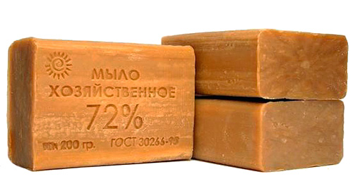 Отпугивающим эффектом от моли обладает и хозяйственное мыло