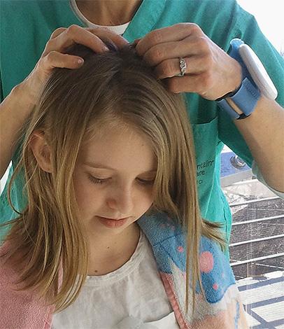 Если осмотр показывает, что на голове ребенка есть вши, то не стоит медлить с их выведением. Но какие средства для этого лучше использовать?
