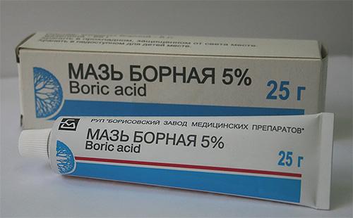 Борная мазь не так эффективна для избавления от вшей, как ртутная, но и не такая токсичная