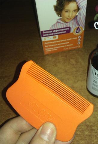Вместе с самим средством Нюда в упаковке имеется удобный гребень для вычесывания вшей и гнид
