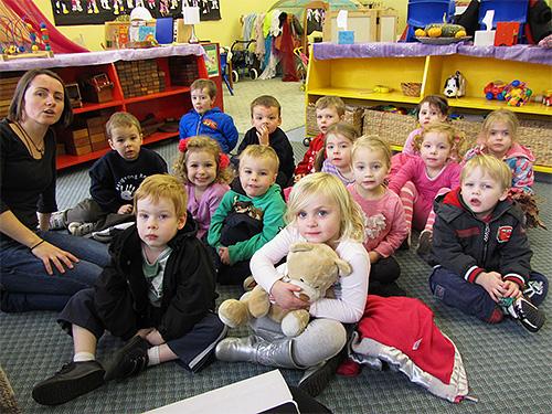 Наиболее активно вши распространяются в коллективах, особенно в детских