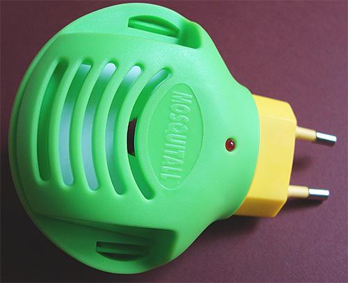 Для отпугивания блох с целью предотвращения их проникновения в дом можно воспользоваться фумигатором