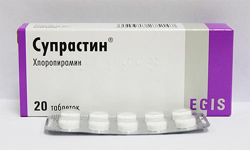Если аллергическая реакция продолжает усиливаться, нужно принять антигистаминное средство, например, Супрастин.