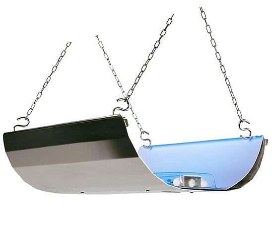 Такая вот лампа-ловушка от фирмы Mo El позволяет ловить бабочек и других летающих насекомых на клейкий поддон.