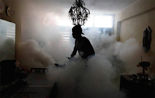 При обработке помещения горячим туманом также создается весьма мелкодисперсный инсектицидный аэрозоль.