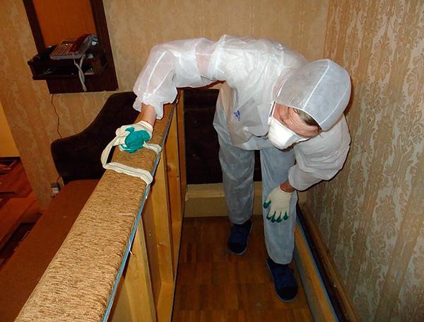 Еще до приезда работников службы может потребоваться отодвинуть мебель от стен...