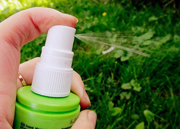 Также к числу популярных средств от укусов насекомых относятся репеллентные спреи и аэрозоли.