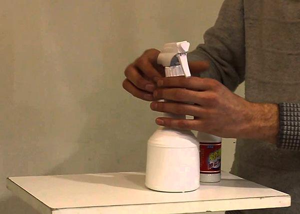 Сегодня легко купить концентраты высокоэффективных инсектицидов, адаптированные для самостоятельного применения в быту.