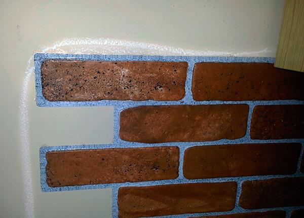 Пример начерченных Машенькой линий на стене кухни...