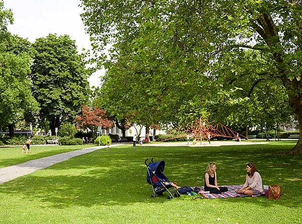 Исследования показывают, что клещи встречаются даже в городских парках и скверах, не говоря уже о различных природных биотопах.