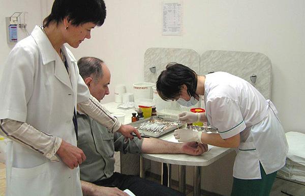 Антиген-специфическая иммунотерапия (АСИТ) является единственным способом излечения от аллергии на пылевых клещей (и не только на них).