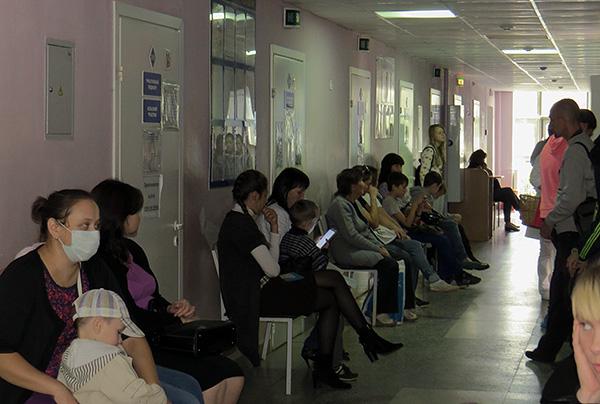 Очередь в обычной городской поликлинике.