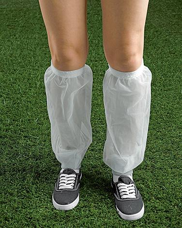Такие приспособления эффективно защищают ноги от клещей.