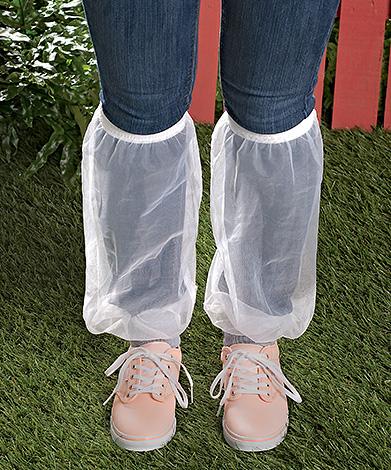 Гетры для защиты от клещей можно надевать поверх штанов.