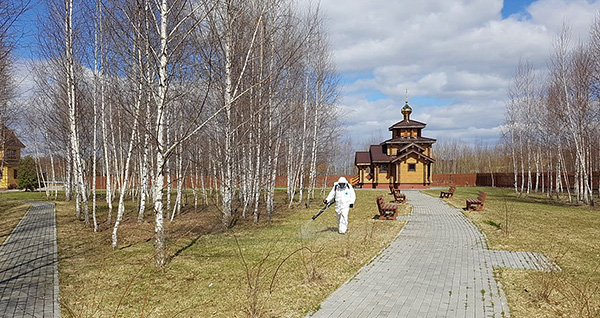 Обработка от клещей территории храма.