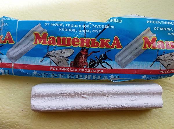 Инсектицидный мелок Машенька при правильном использовании также помогает бороться с клопами в доме.