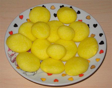Отравленные приманки из муки и яйца с борной кислотой