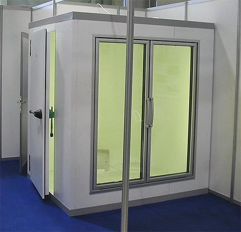 Специальный холодильник для меховых изделий поможет уберечь любимую шубу от моли