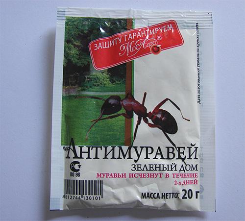 Порошок Антимуравей достаточно безопасен для человека, но эффективно помогает избавиться от домашних муравьев