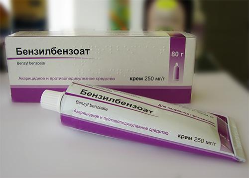 Наряду со многими современными препаратами несколько устаревший Бензилбензоат все еще остается популярным средством от вшей