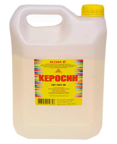 Хотя керосин все еще остается довольно популярным средством избавления от вшей, использовать его надо крайне осторожно