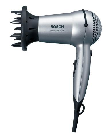Перед вычесыванием вшей в домашних условиях можно использовать и обычный бытовой фен для волос