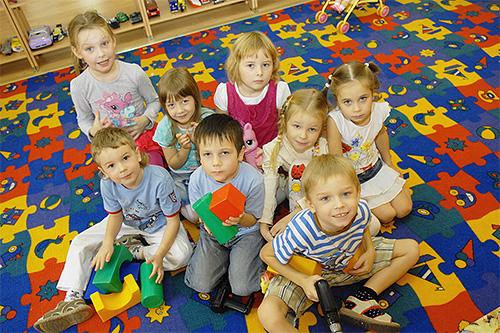 В детском коллективе особенно велика вероятность заражения педикулезом