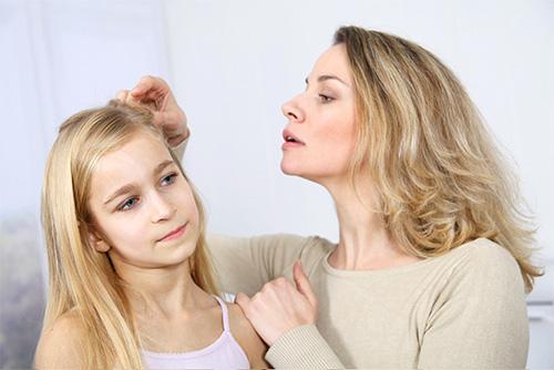 Прежде чем покупать средство для выведения вшей и гнид у ребенка, полезно узнать больше о том, как оно работает и действительно ли безопасно в использовании