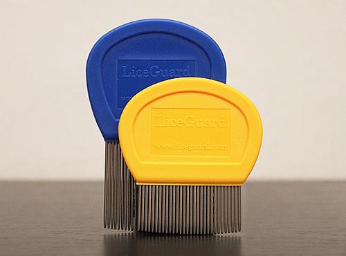 Вычесывать вшей с волос гребнем LiceGuard - трудоемкое, но эффективное занятие