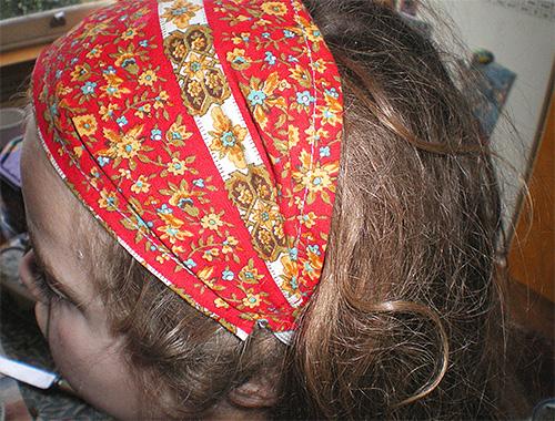Для того чтобы спрей Паранит не попал в глаза и нос, можно воспользоваться тканевой повязкой