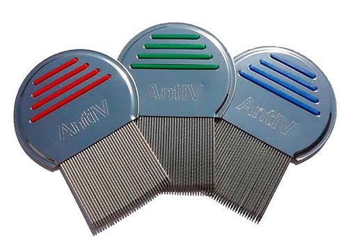 Для вычесывания вшей и гнид с волос можно использовать специальные гребни