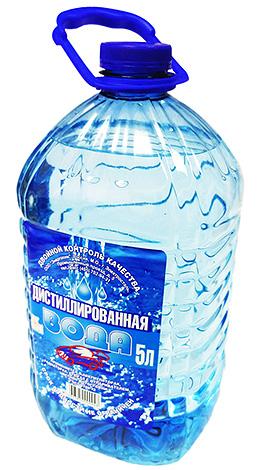 В смесь из спирта и масла чайного дерева необходимо также добавить дистиллированную воду