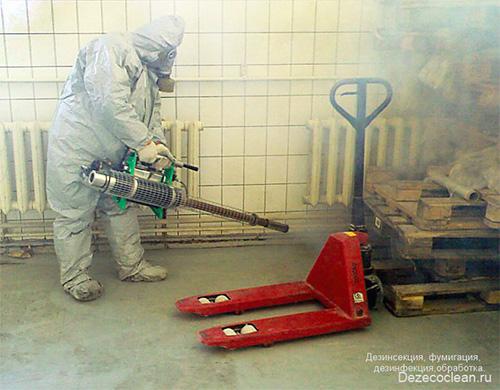 Лучше всего доверить обработку помещения горячим туманом профессионалам.