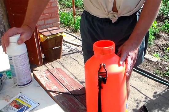 При использовании химикатов нужно учитывать, что может потребоваться последующее отмывание урожая от использованного химического вещества.