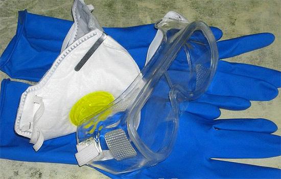 Работая с инсектицидными средствами, обязательно используйте средства индивидуальной защиты.