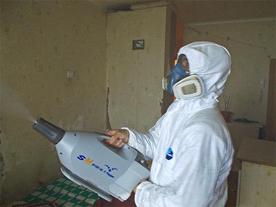 На фото показан пример обработки квартиры методом холодного тумана.