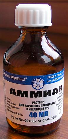 С помощью нашатырного спирта можно легко выгнать тараканов из микроволновки.