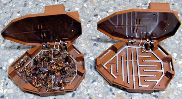 Пример электрической ловушки для ползающих насекомых - прежде всего, тараканов и домашних муравьев.