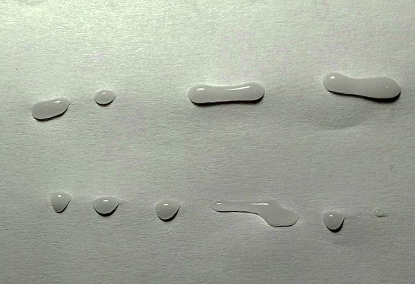 Гель можно наносить как линиями, так и каплями.