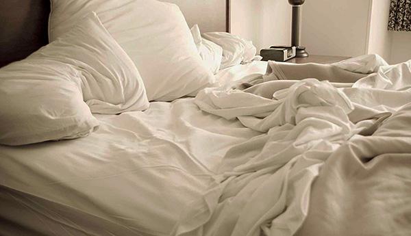 Частицы кожи человека могут длительно накапливаться в наполнителе подушек.